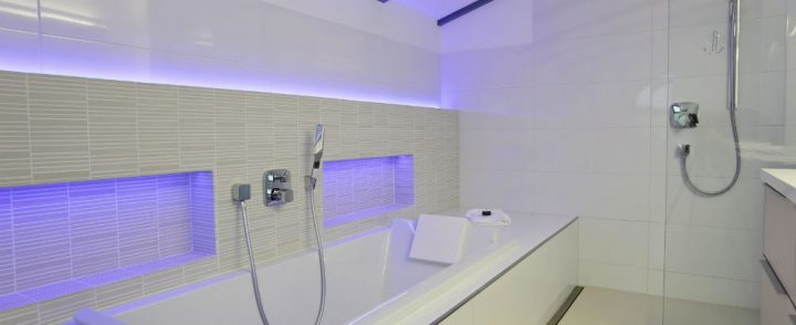 what are the advantages of having an acrylic tub